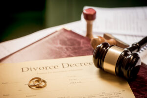 divorce decree and wooden gavel in tennessee divorce law